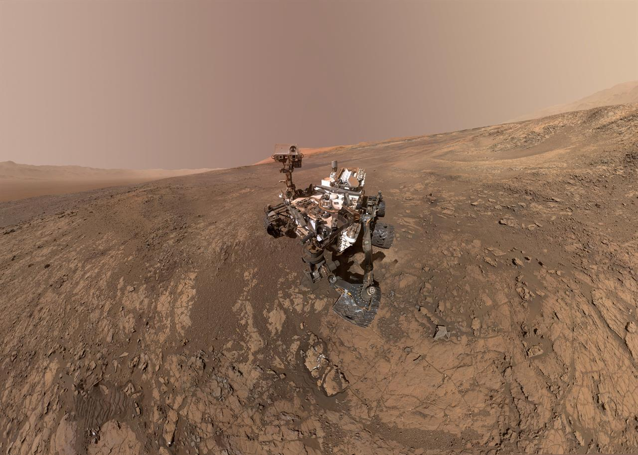 curiosity rover on mars background - photo #9