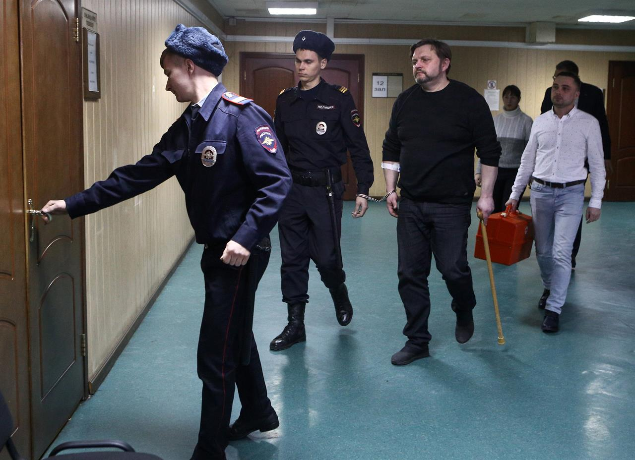 Policeman from Kirov is suspected of bribery in the amount of 16 million rubles