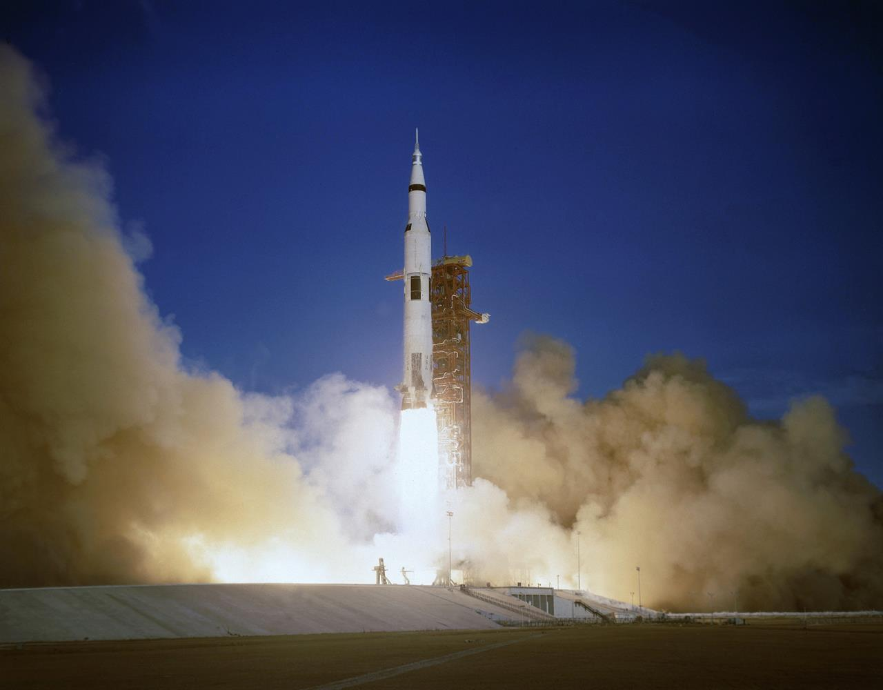 apollo the first space flights to the moon - photo #3