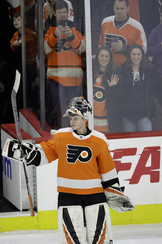 finest selection c4e58 aa11f Hart, Gordon win in debuts as Flyers top Red Wings 3-2 | AM ...
