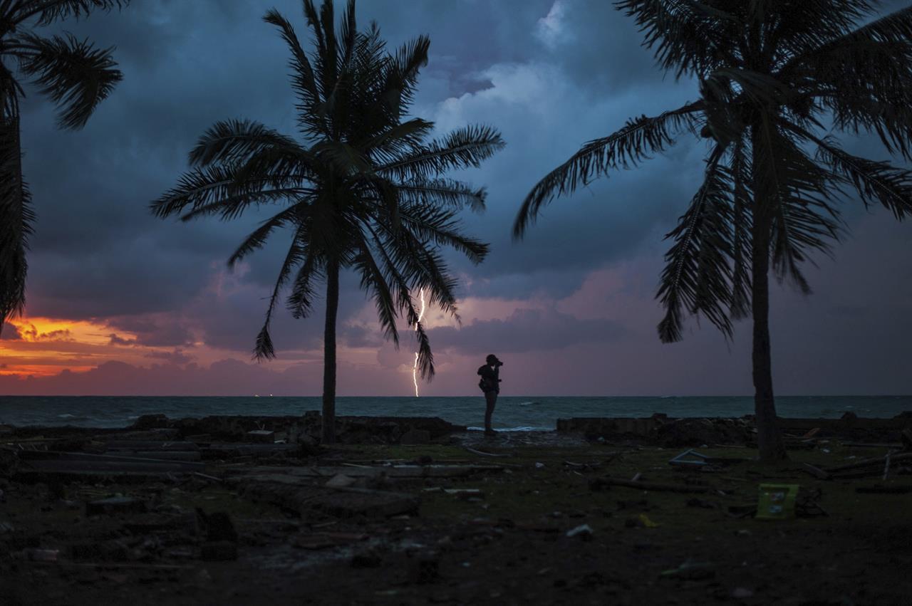Christmas Tsunami.Indonesia Says Avoid Coast Near Volcano Fearing New Tsunami