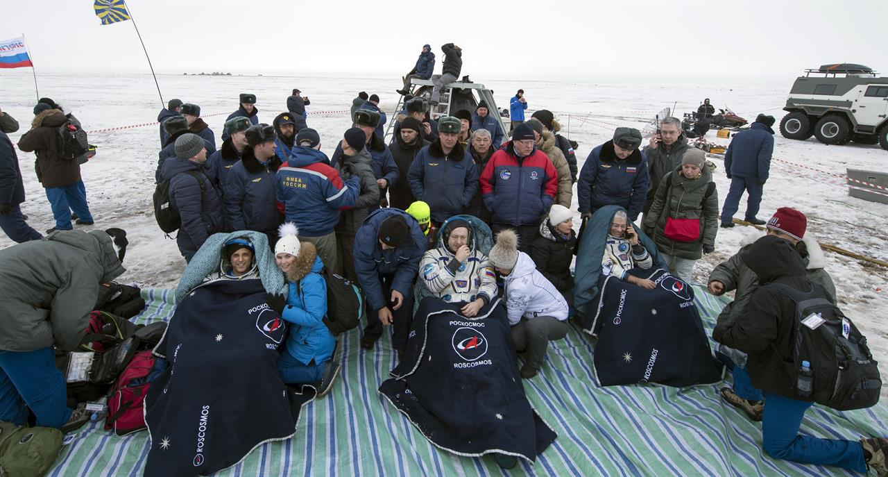 international space station astronauts return to earth - photo #16