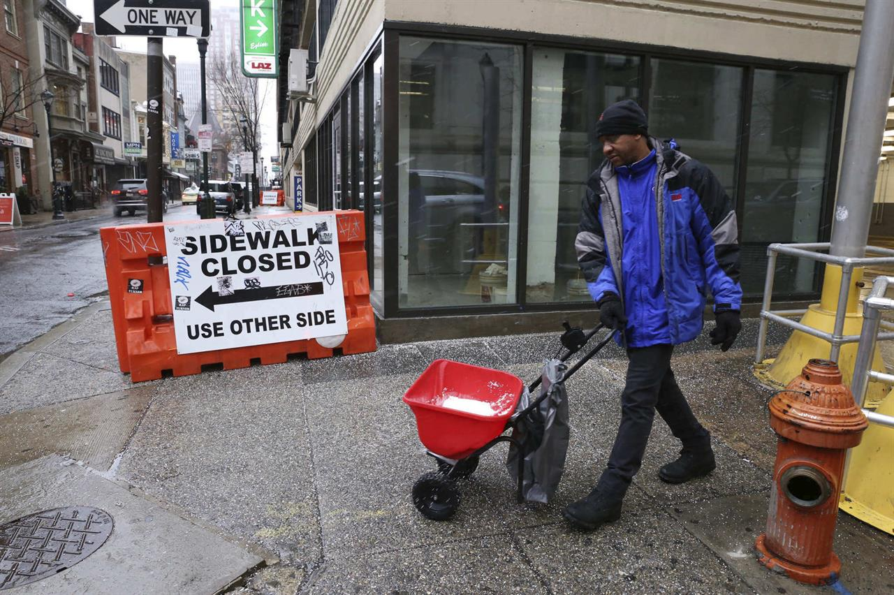 The Latest: College basketball team pushes bus out of snow