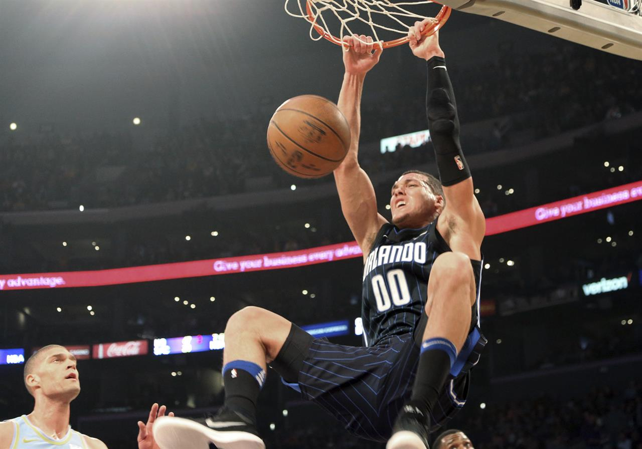 40ed3adc652d ... LA Lakers hold off Magic 108-107 in bizarre ending ...