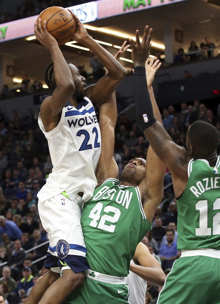 10fbdb243281 Irving returns to carry Celtics past Timberwolves 117-109