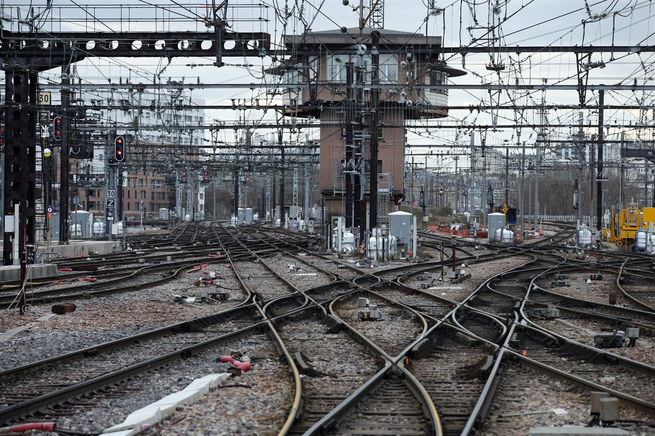 Strike Causes French Railway Chaos With More To Come The Answer Plans For Train Track Wiring