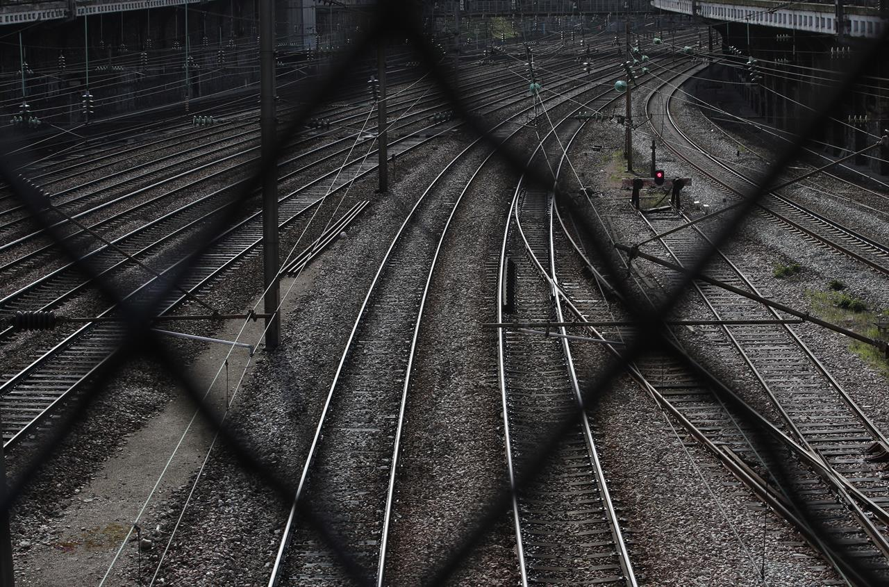 Tourists Commuters Seek Workarounds To French Train Strikes New Plans For Track Wiring