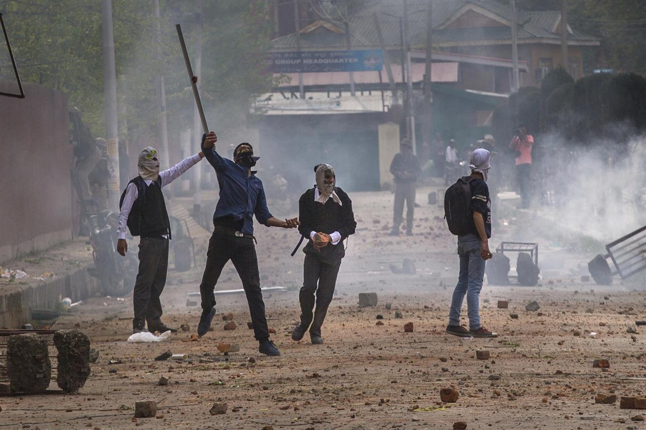Kashmir students clash with India police after lockdown ends | 990