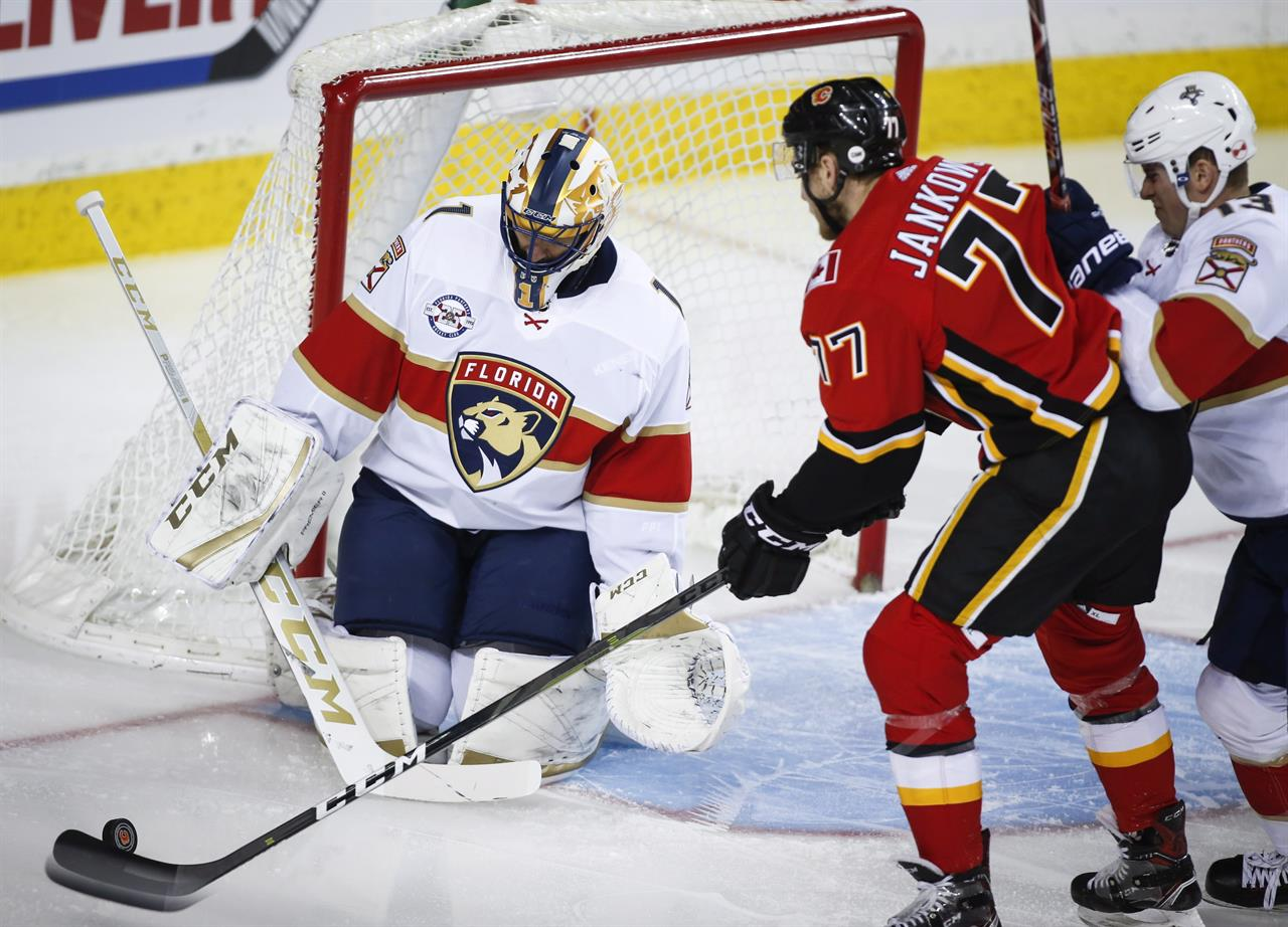 607d5a08176 Frolik rallies streaking Flames to 4-3 win over Panthers