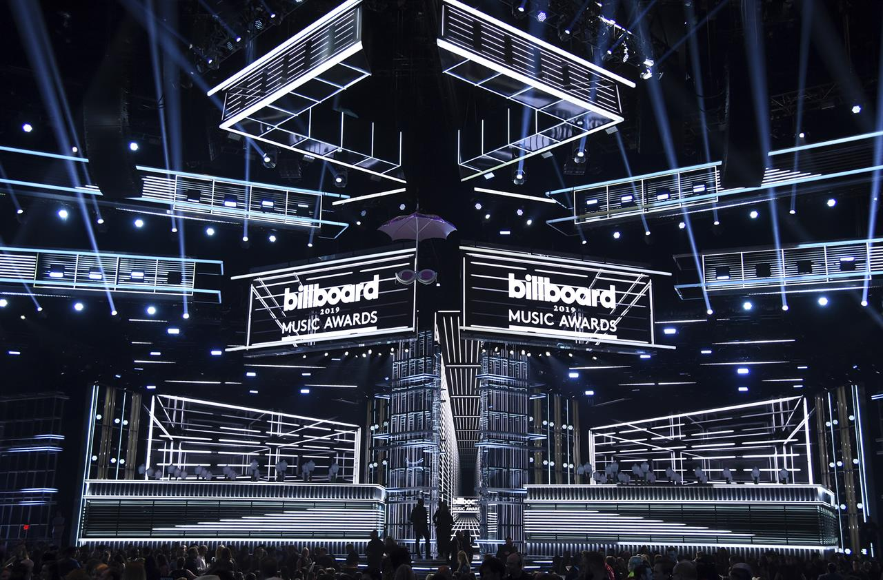 The Latest: Abdul ends Billboard awards with throwback set