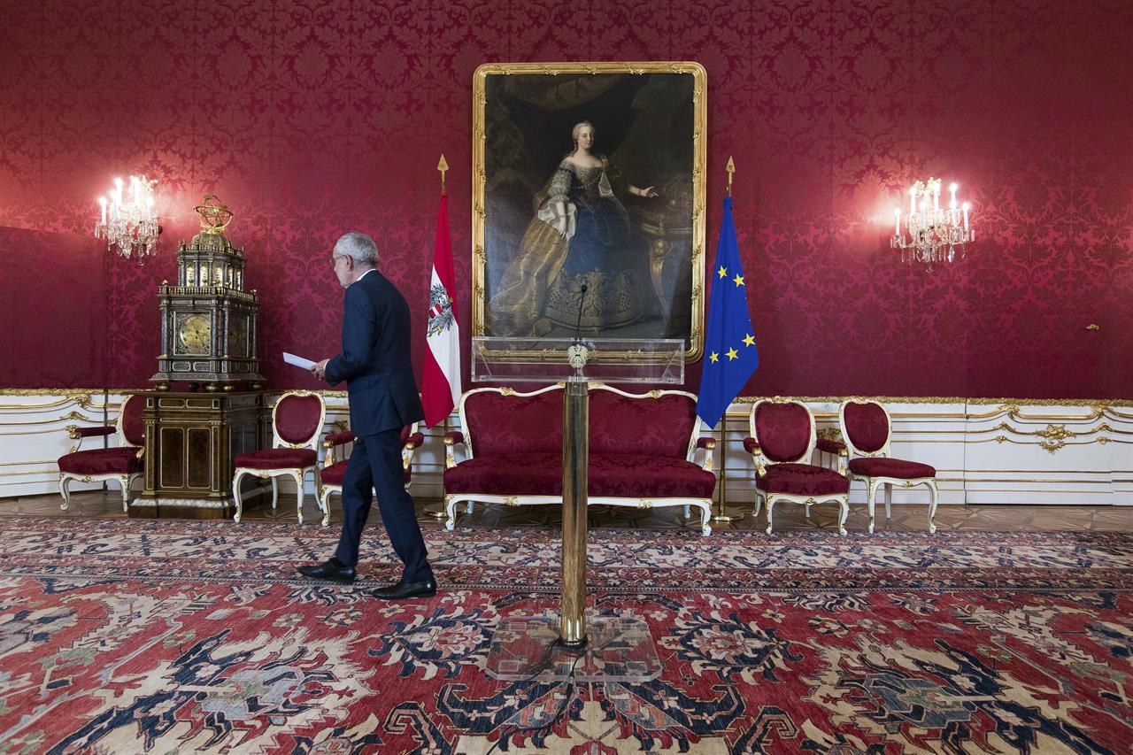 Austria: Interim ministers sworn in after video scandal   AM