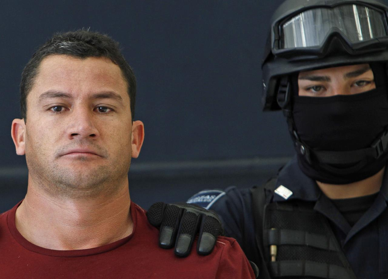 Man accused of helping run 'El Chapo' cartel due in US court | The