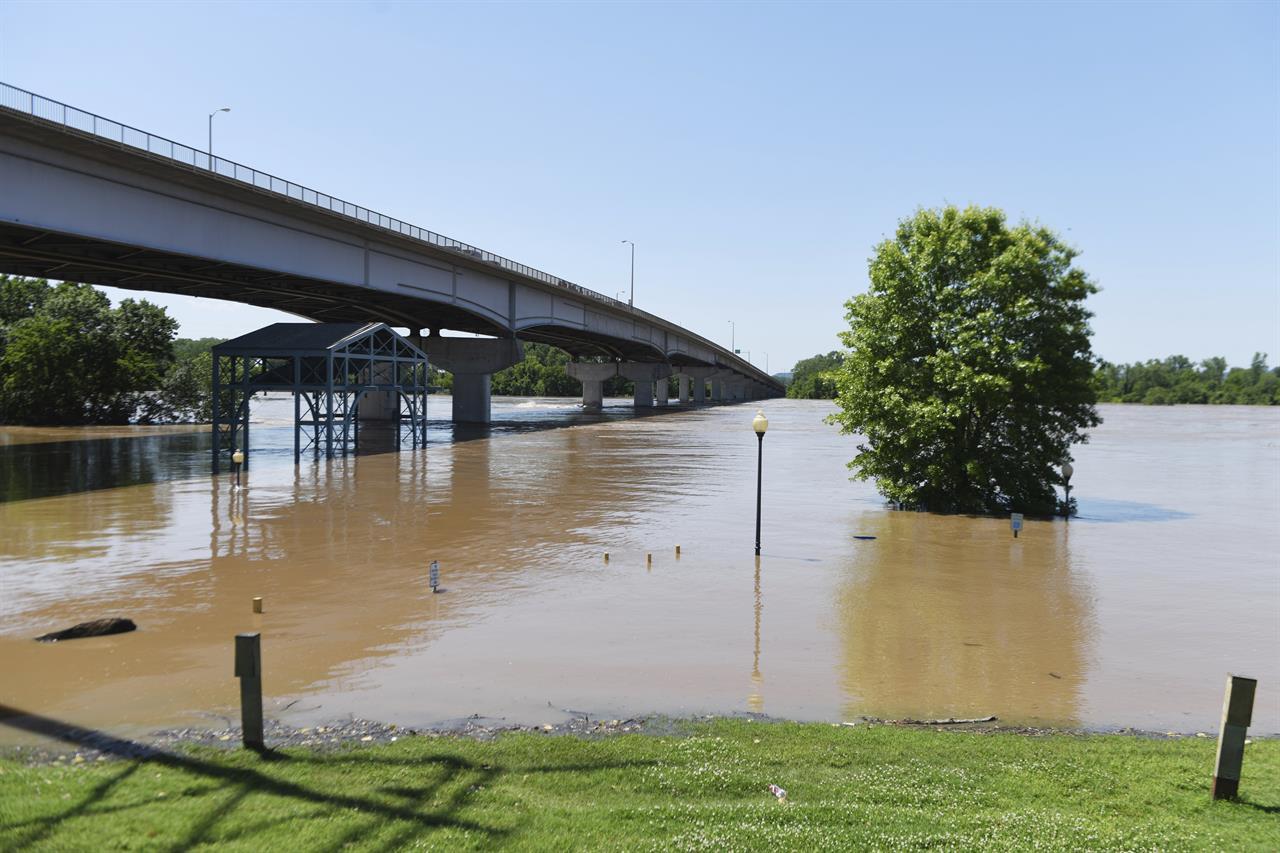 Record floods breach Arkansas levee, overtop 2 in Missouri | KDOW-AM