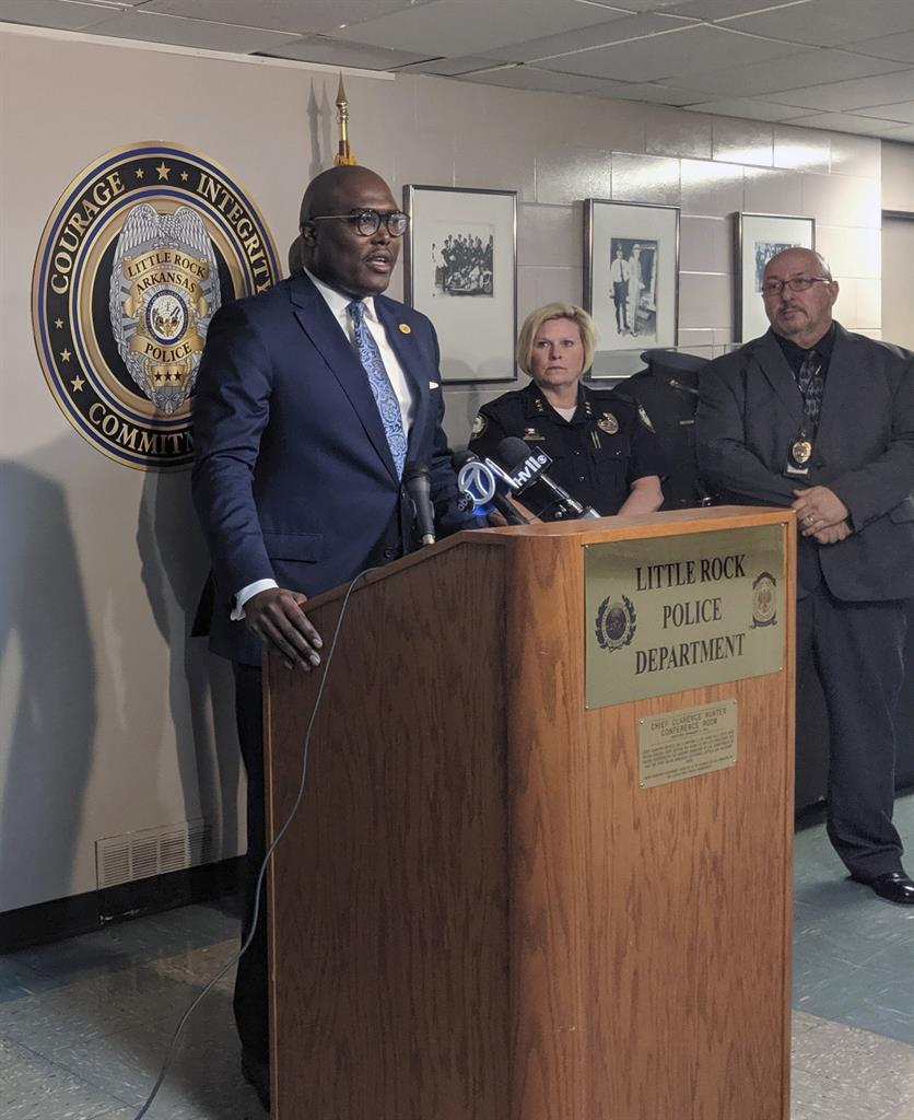 Little Rock police to overhaul no-knock drug raid policies | AM 1070