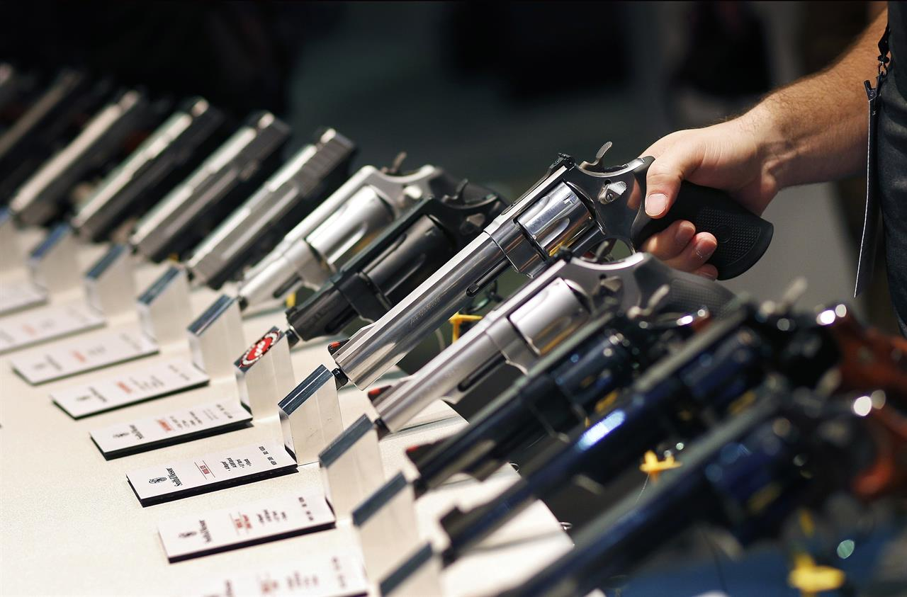 2 men plead guilty in gun thefts from national trade show