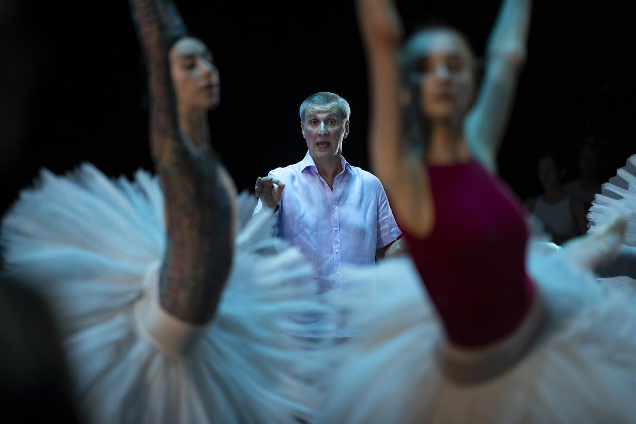 AP gets rare peek behind curtain at famed Bolshoi Ballet