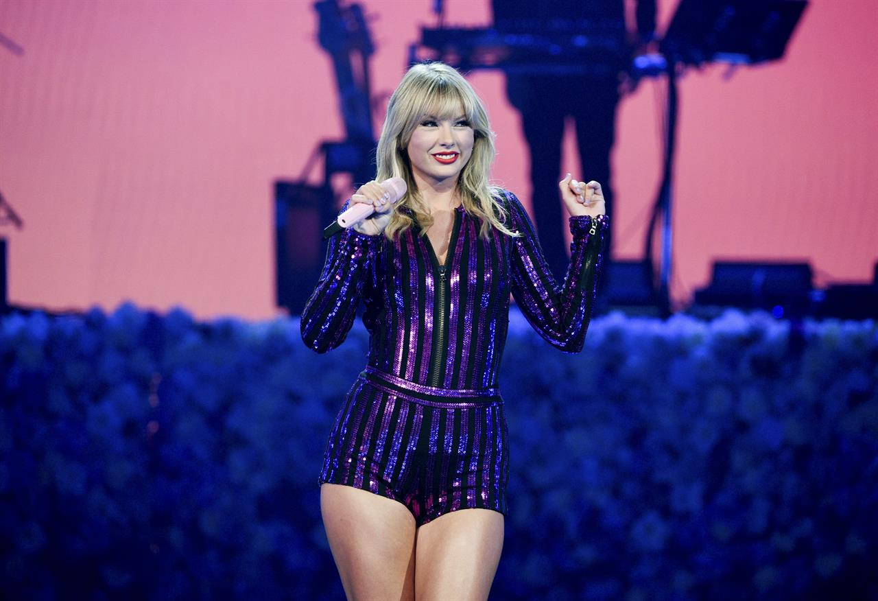 Taylor Swift Shakes Off Drama With Fun Concert Performance Philadelphia Pa