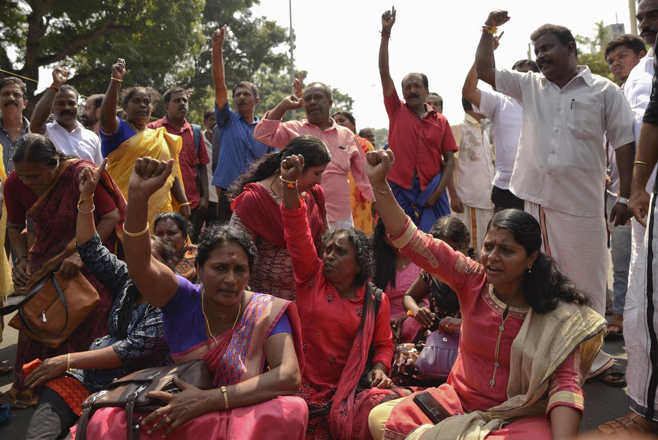 2 women enter Hindu temple in India, breaking years-long ban | AM