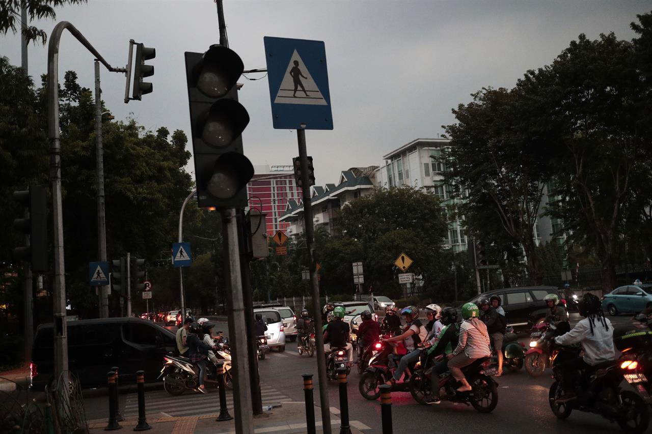 Indonesian capital hit by massive 8-hour power outage | AM