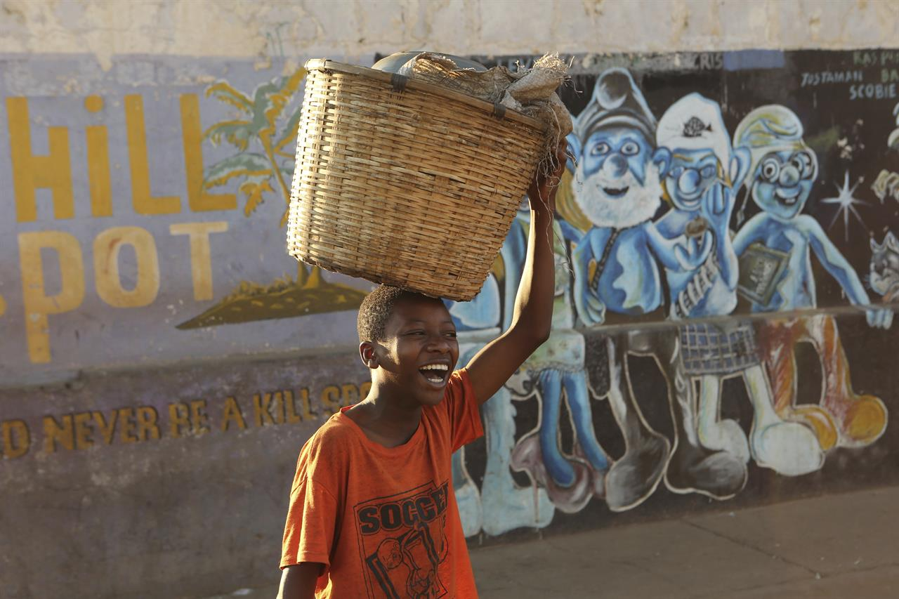 Zimbabwe's children suffer from country's economic crisis ...