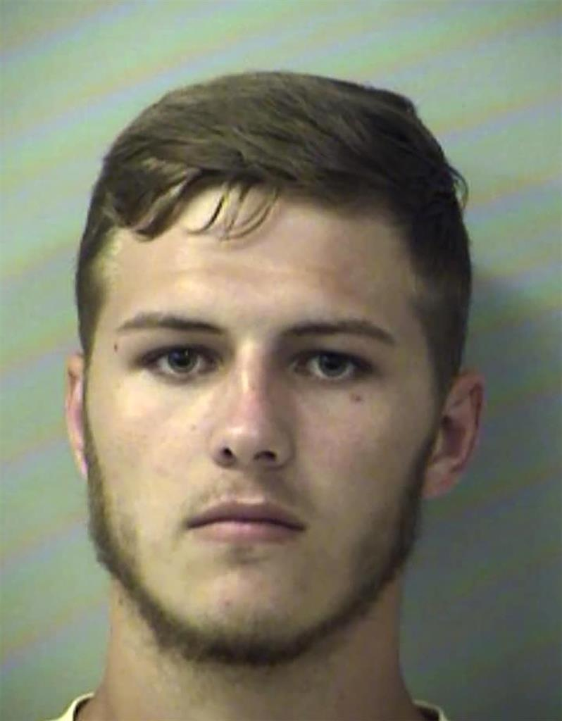 Sheriff: Florida man dumps dirt on girlfriend with tractor