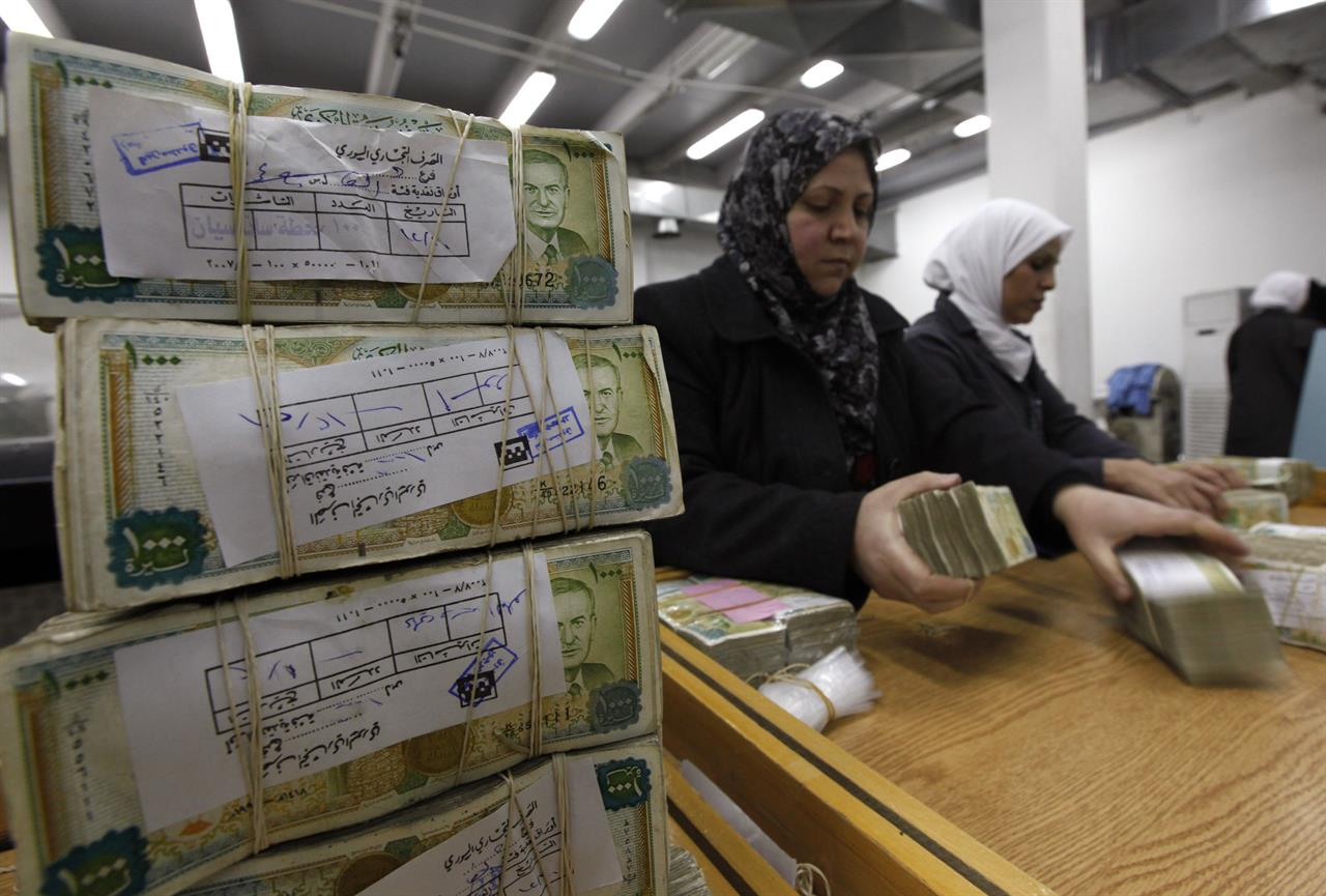 Syrian pound hits record low, setting off hike in prices