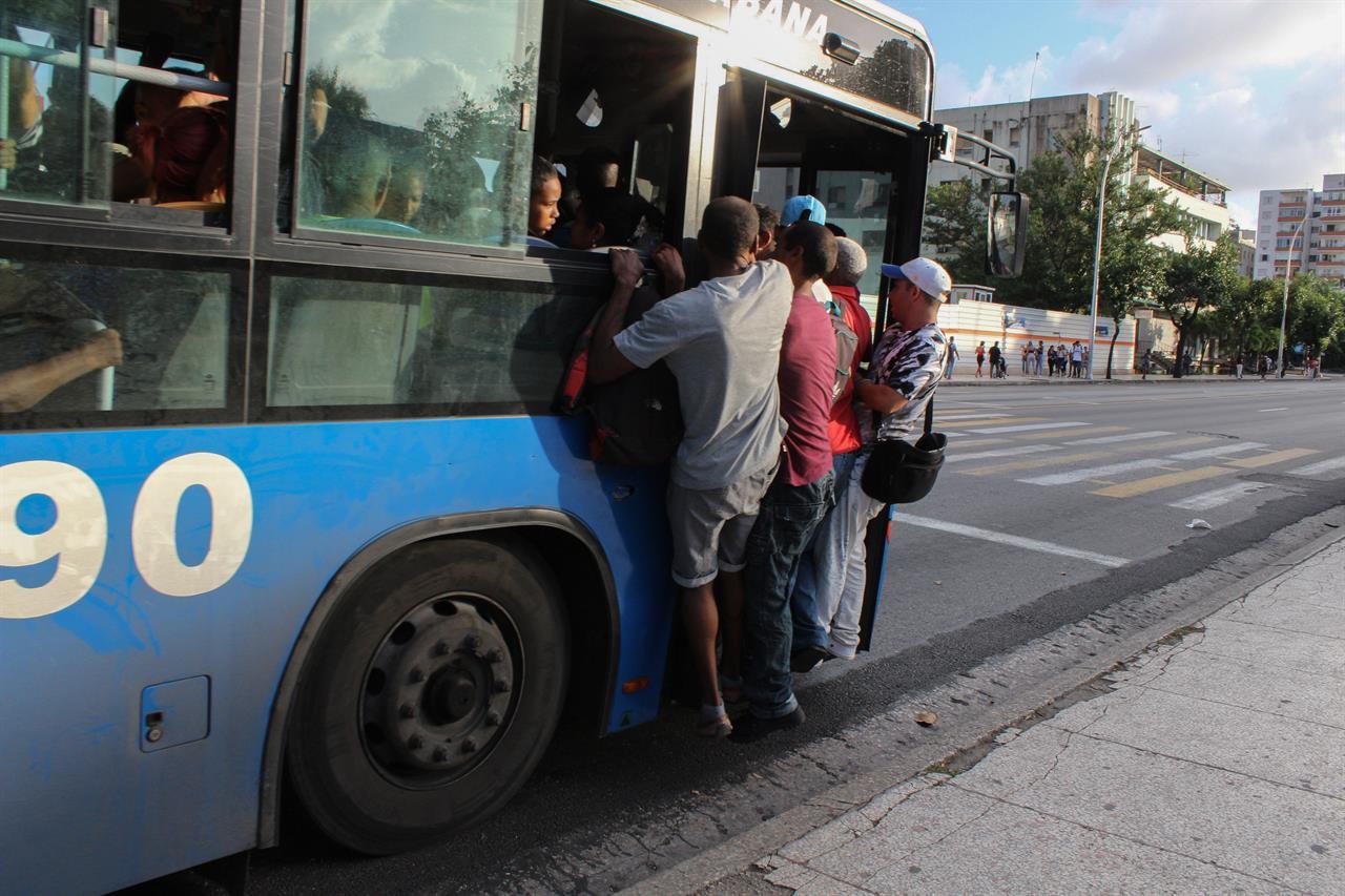 Cuba's president warns that energy cutbacks are looming