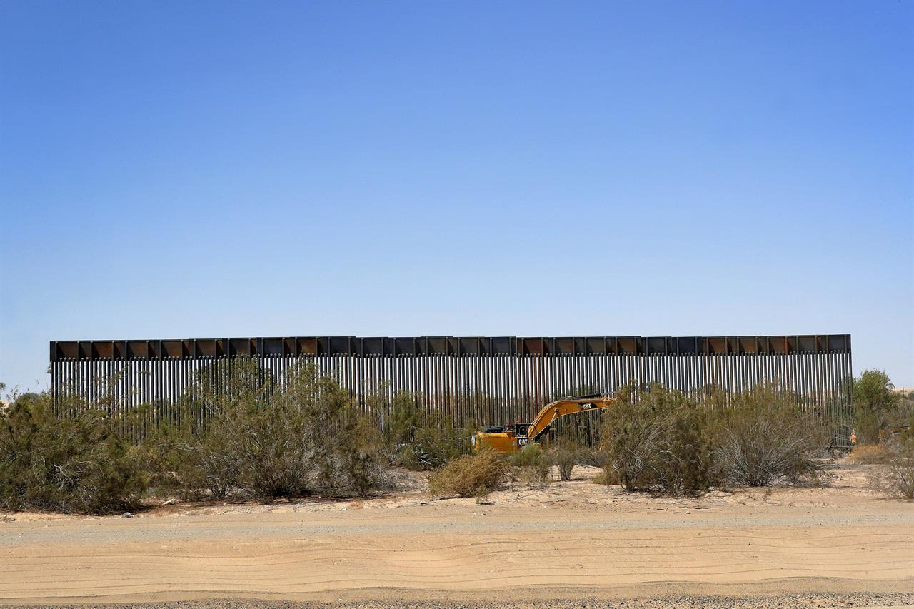 450 miles of border wall by next year? In Arizona, it starts