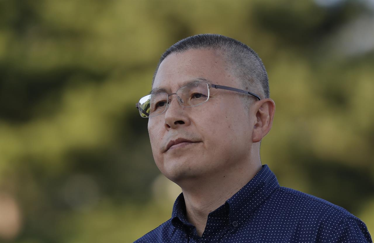 S. Korean opposition leader shaves head to protest minister