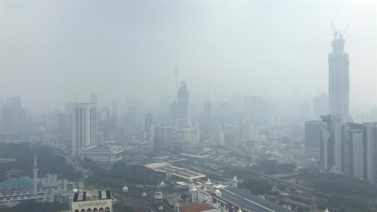 Indonesian police arrest 185 over forest fires
