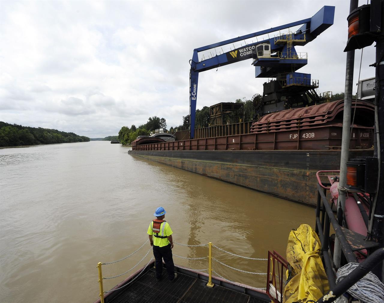 $2B waterway through Deep South yet to yield promised boom