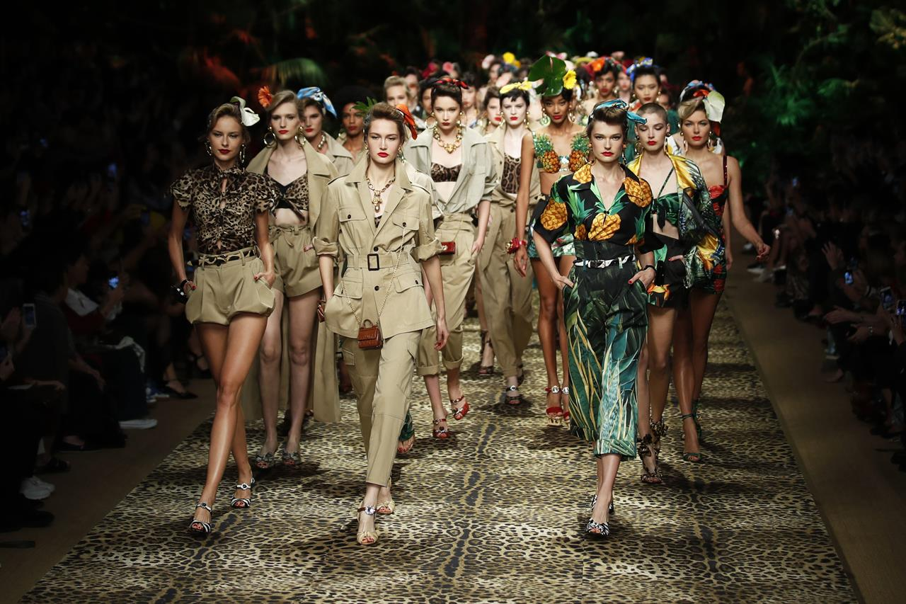 edible Red date average  Gucci takes a kinky turn; Dolce&Gabbana give a jungle roar | AM ...