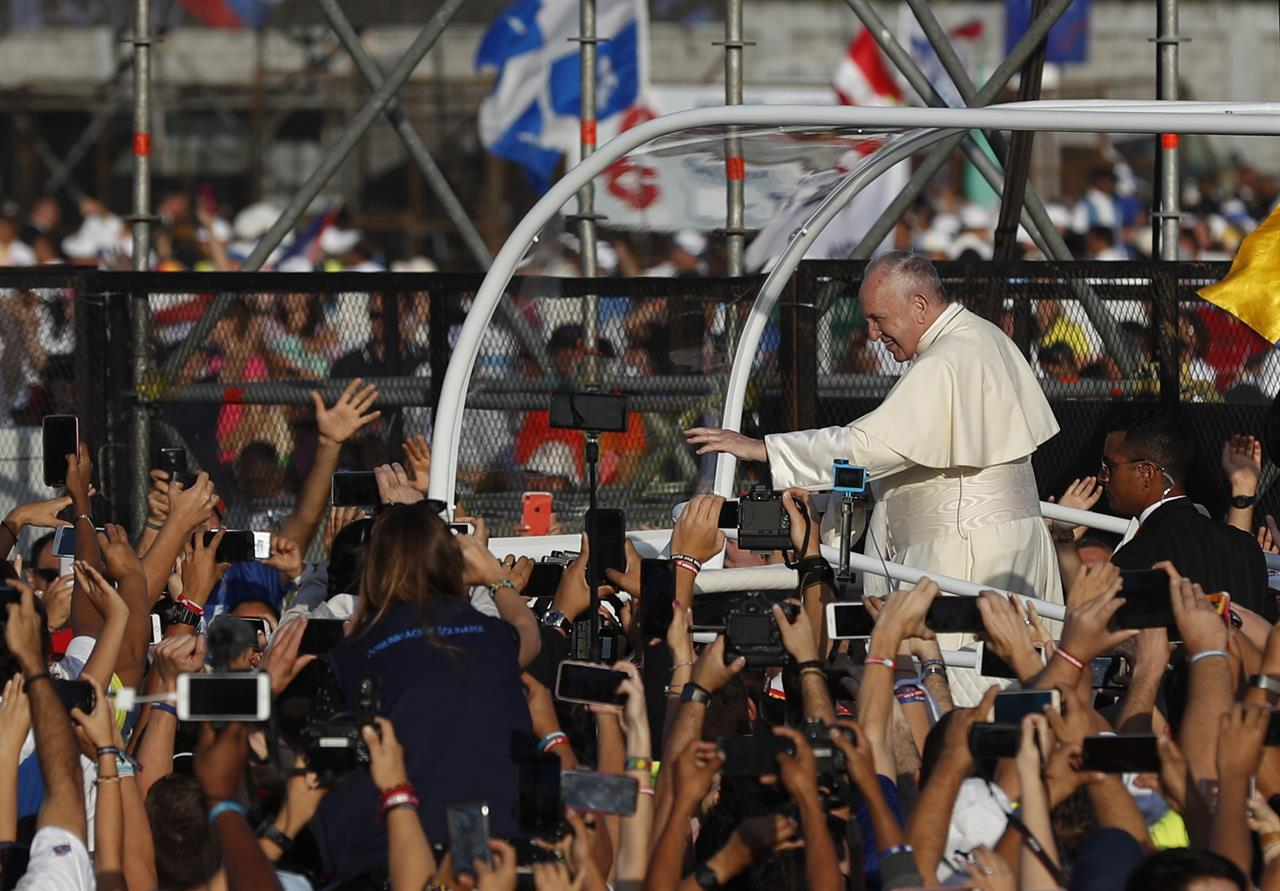 The Latest Pope Departs For Rome Ending Panama Visit