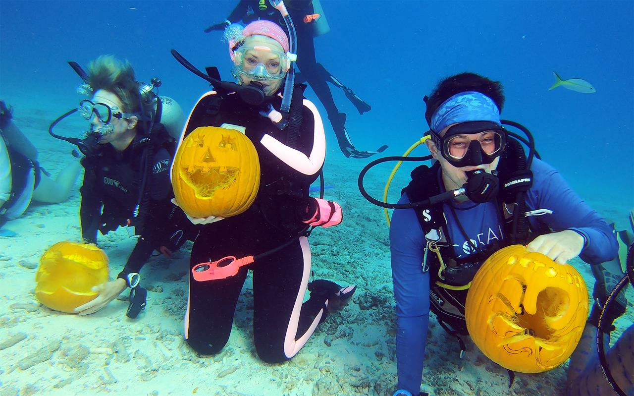 Divers carve pumpkins underwater for Florida Keys contest