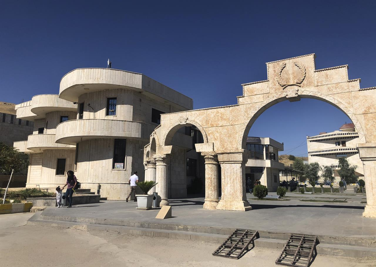 Foreigners exit northeastern Syria fearing government reach