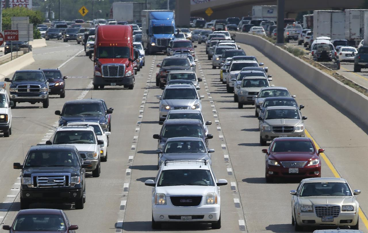 US highway deaths fall in 2018 for second straight year
