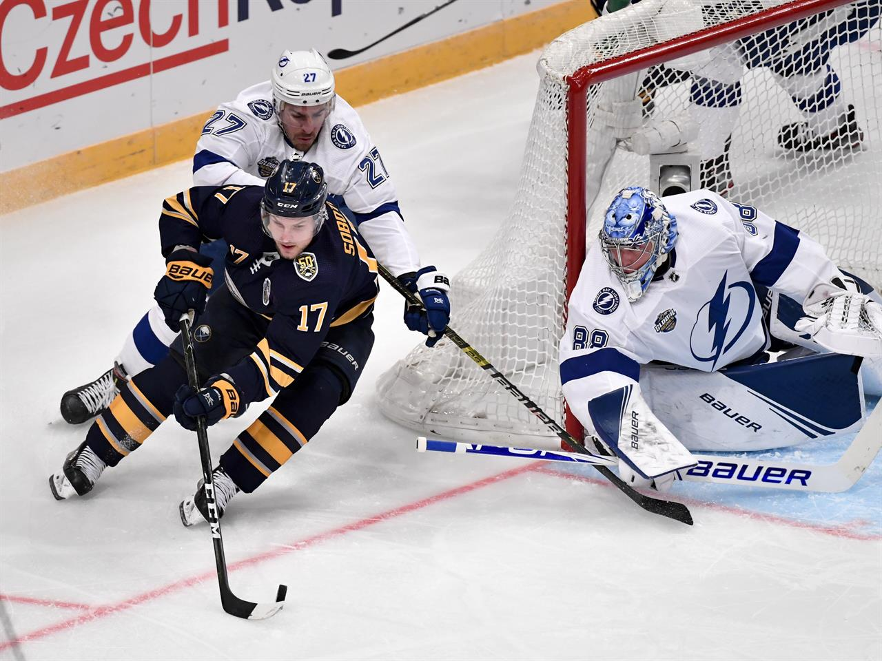 Kucherov scores, Lightning top Sabres 3-2 in Sweden