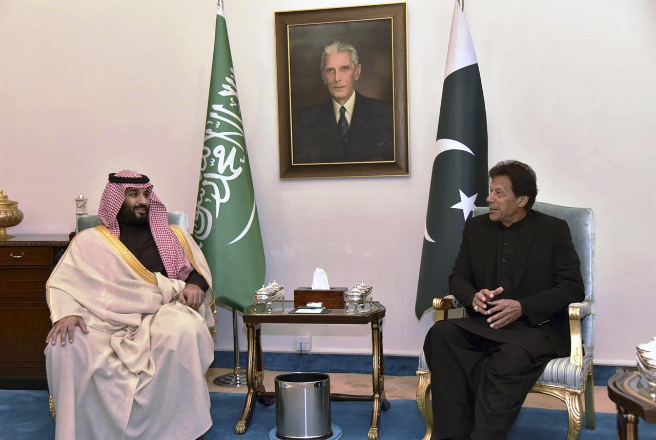 Pakistani PM willing to talk but warns India not to attack | AM 970