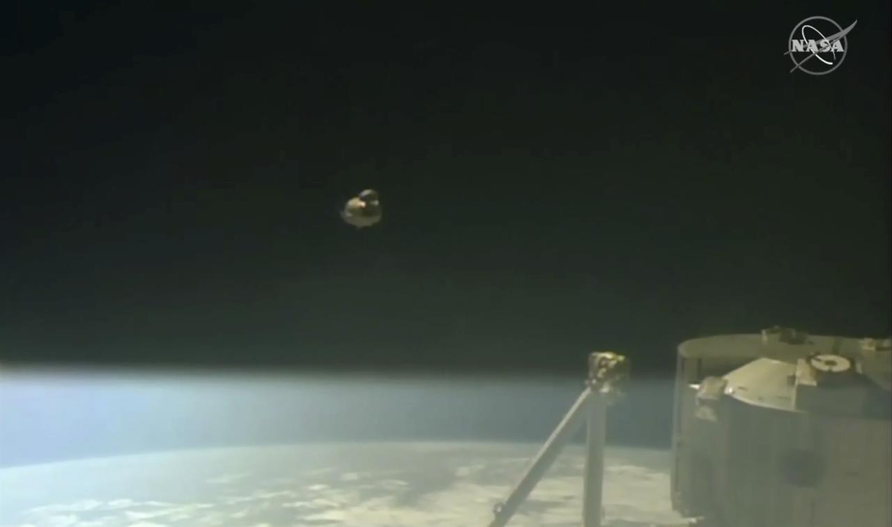 SpaceX crew capsule ends test flight with ocean splashdown ...