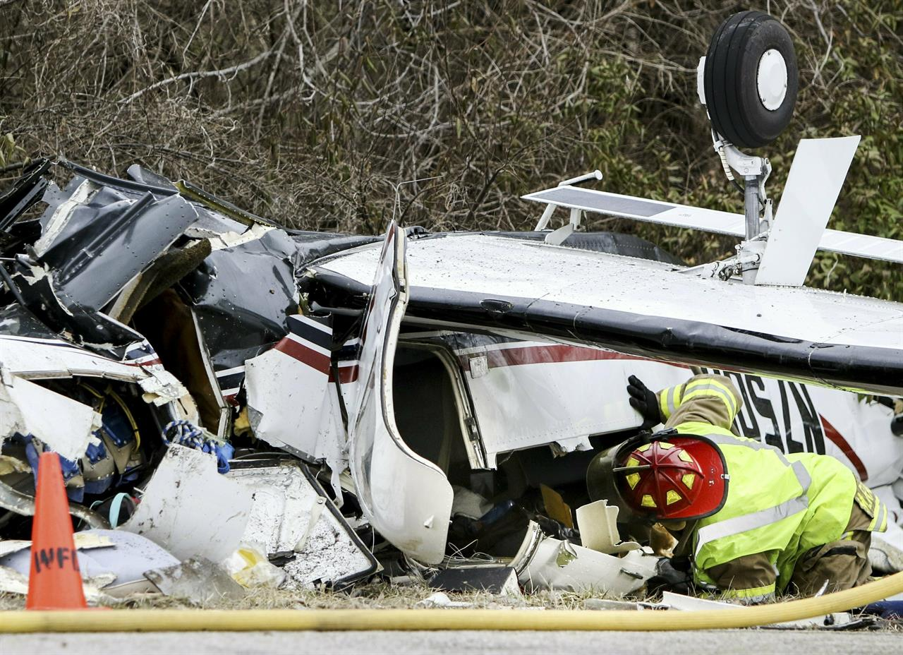 4-year-old boy, grandparents survive Illinois plane crash   AM 560