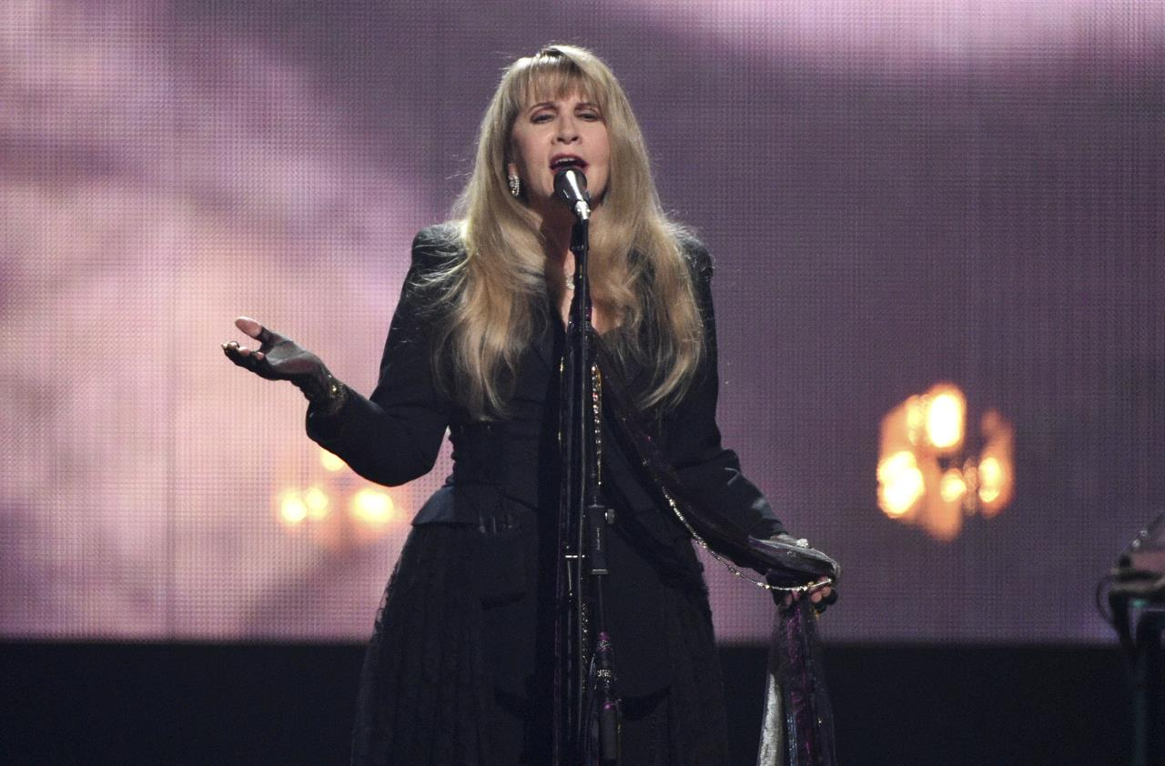 The Latest: All-stars close out Rock Hall with performance