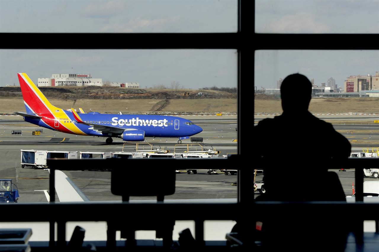 Major US airlines hit by delays after glitch at vendor | The