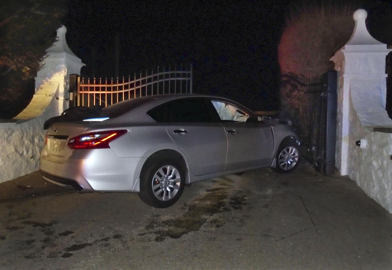 Car in police chase crashes into gate at Taylor Swift's home