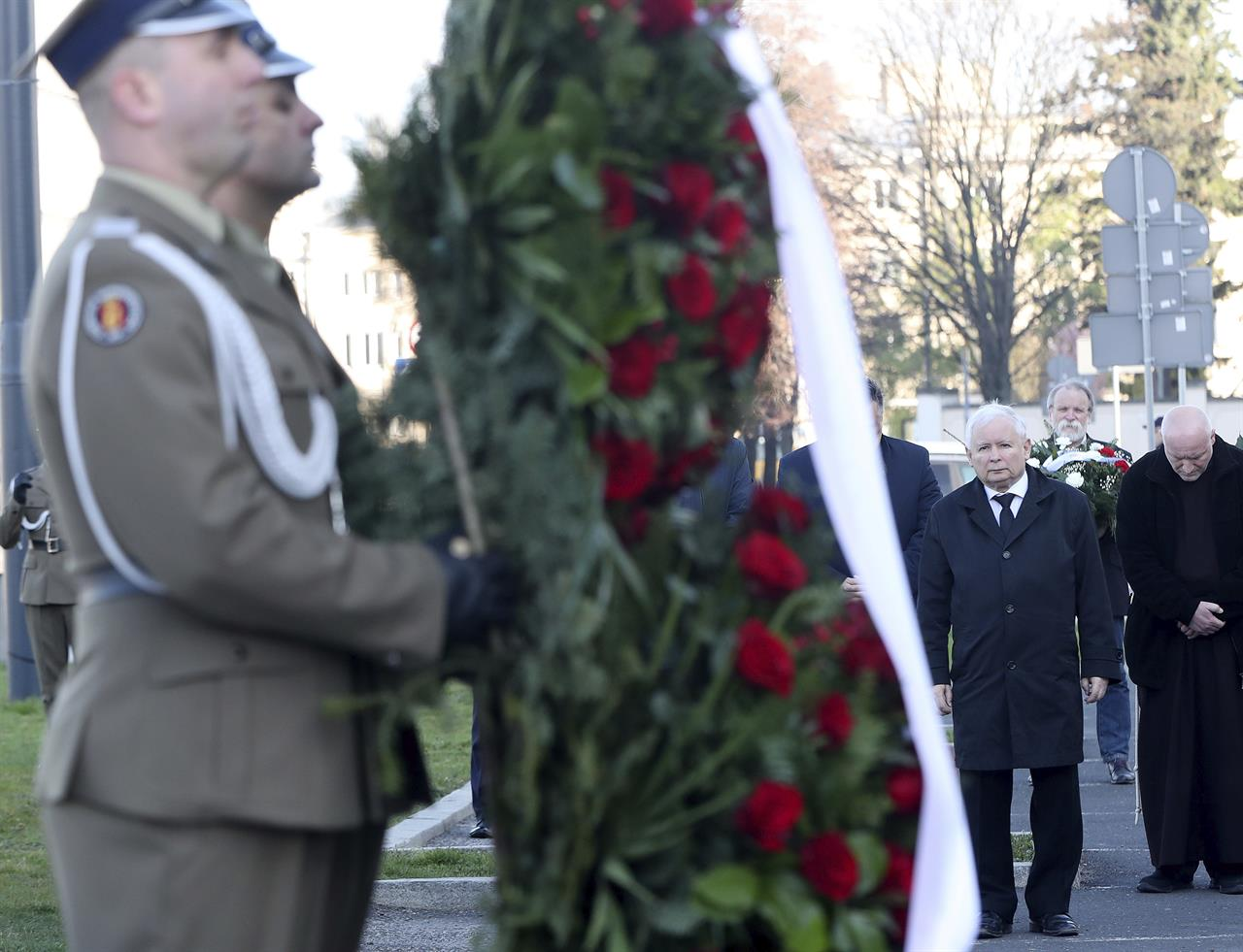 Poland marks 10 years since president killed in plane crash