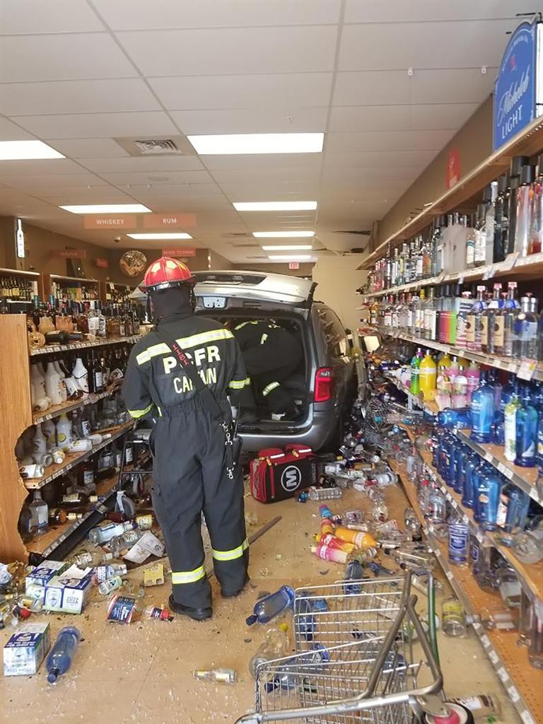 Minivan crashes into Florida liquor store, injuring 3 people