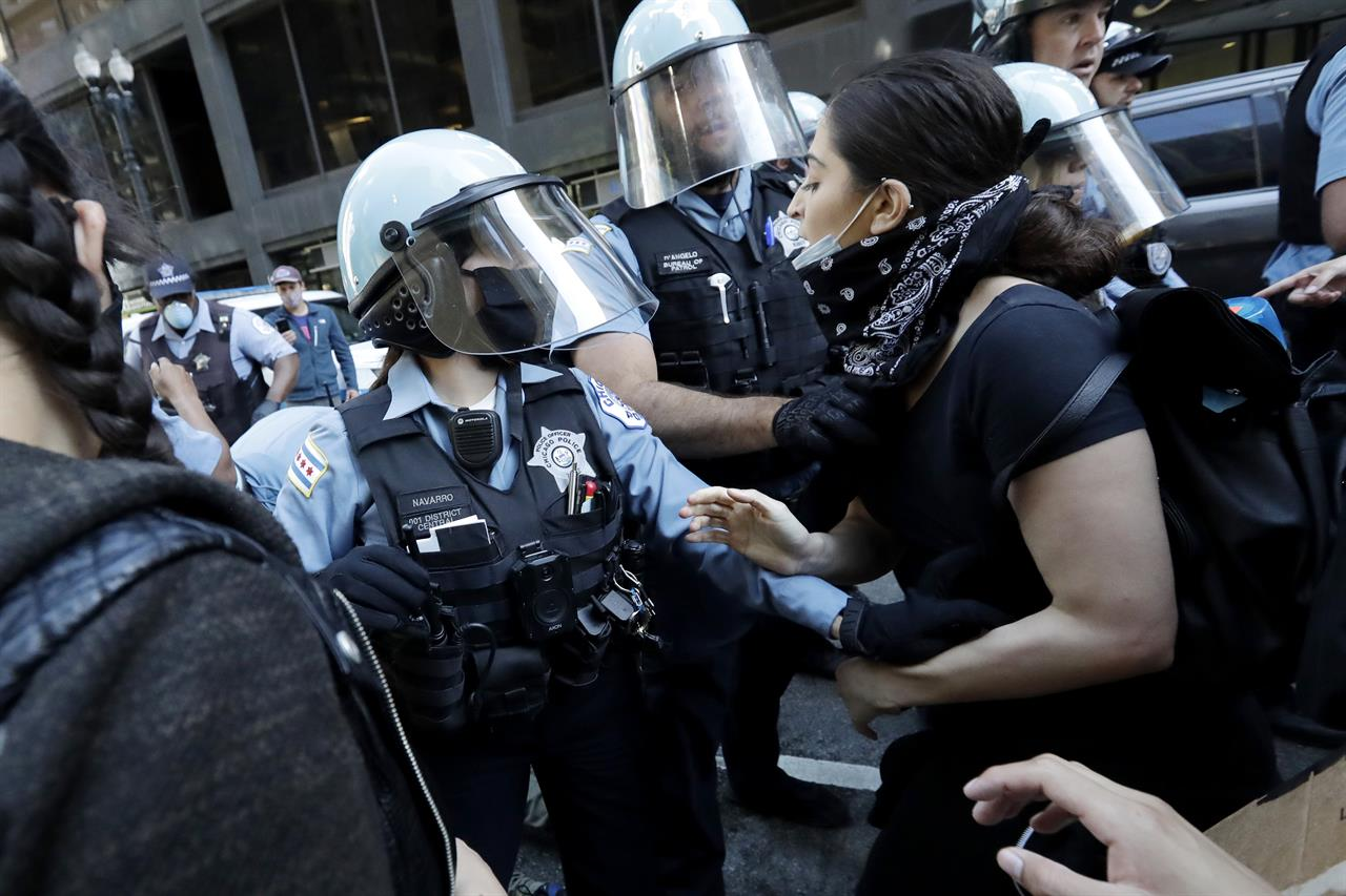 Squad cars damaged, protesters struck with batons in Chicago