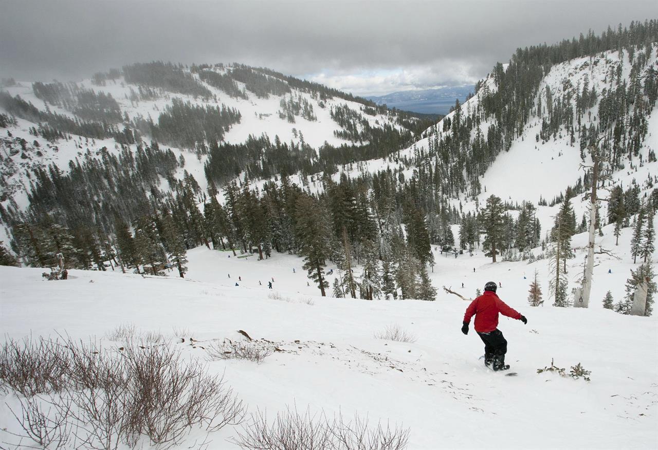 Avalanche at Lake Tahoe resort kills 1 skier, injures 1