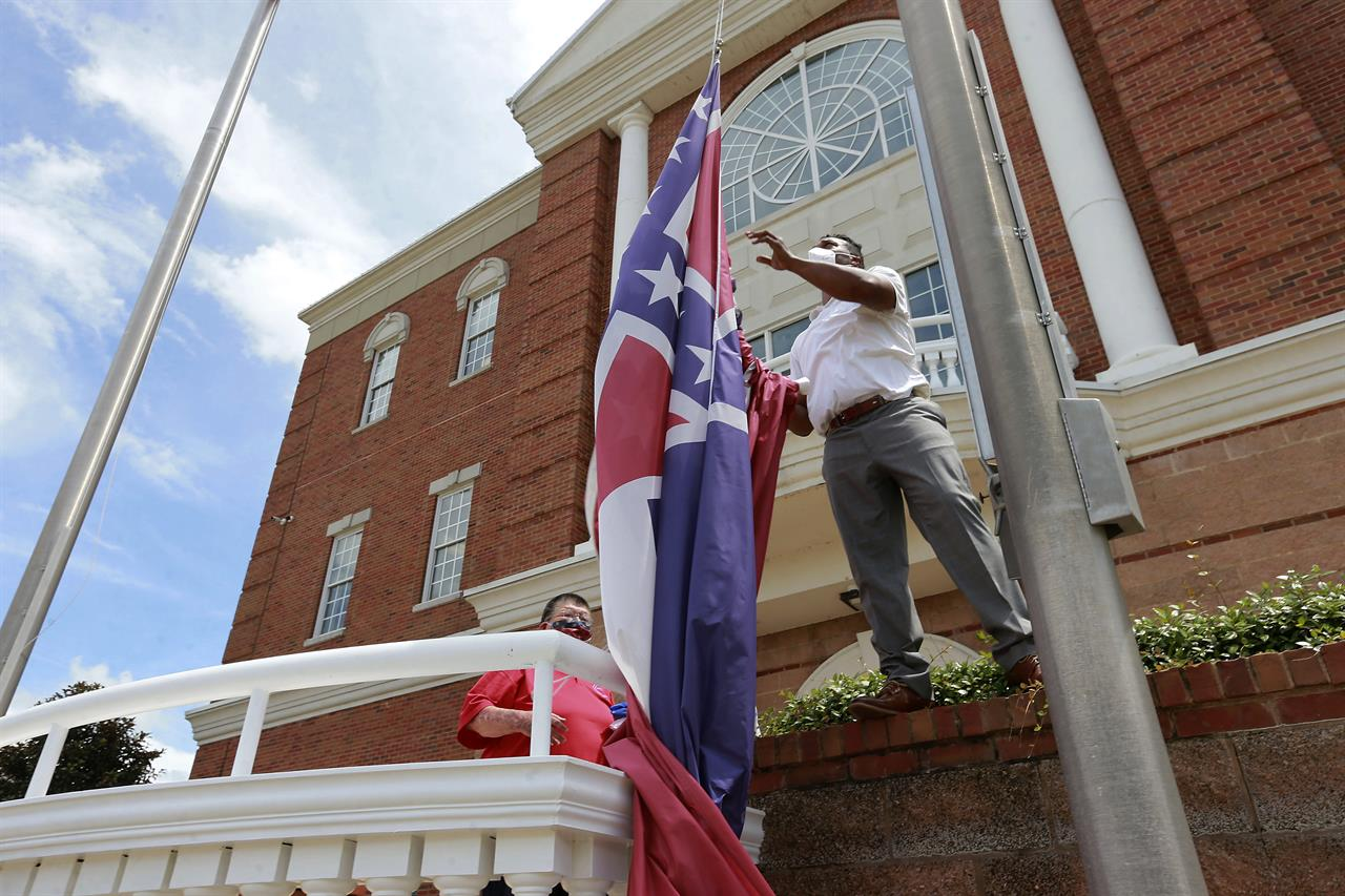 Confederate flag losing prominence 155 years after Civil War