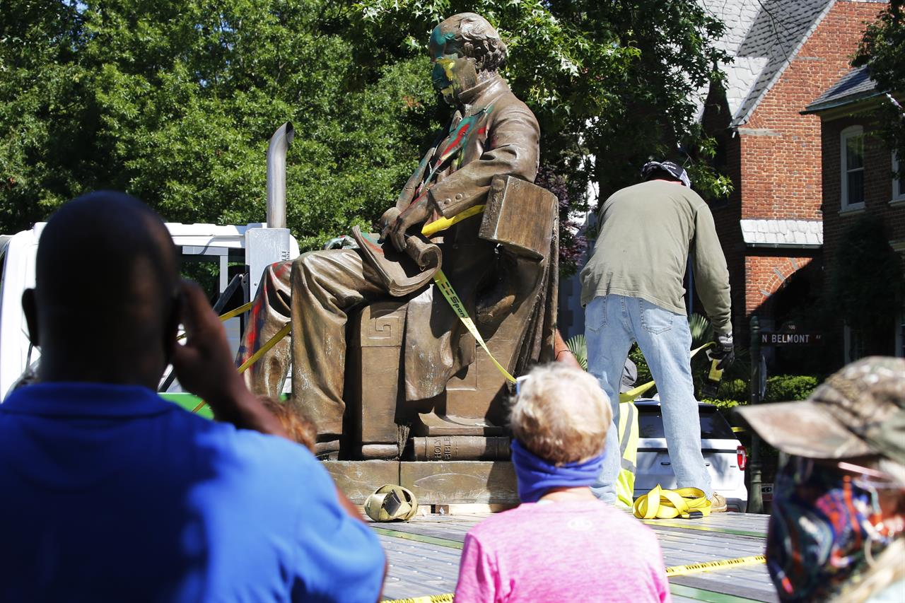 Richmond removes second Confederate statue as crowd cheers