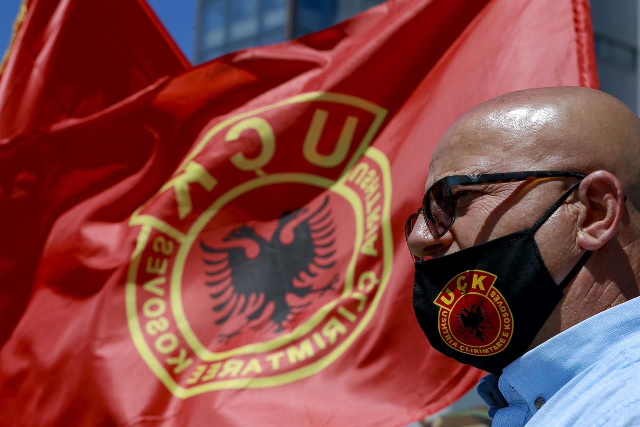 Kosovo veterans protest war crimes charges against president